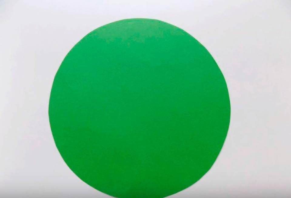 Круг зеленой бумаги