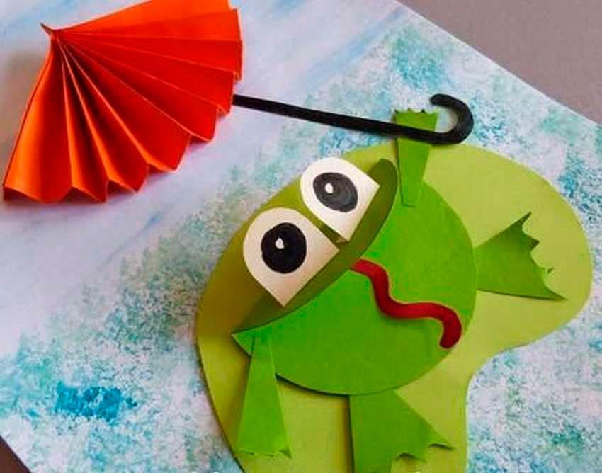 Лягушка с зонтиком из бумаги