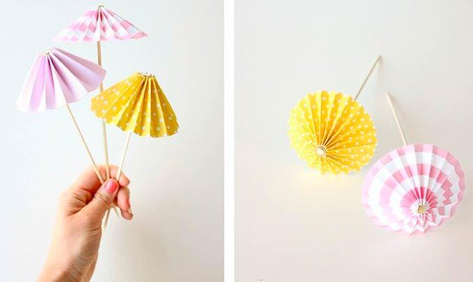 Небольшие зонтики из гофрированной бумаги