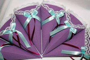 Подарочный пакет в виде конуса