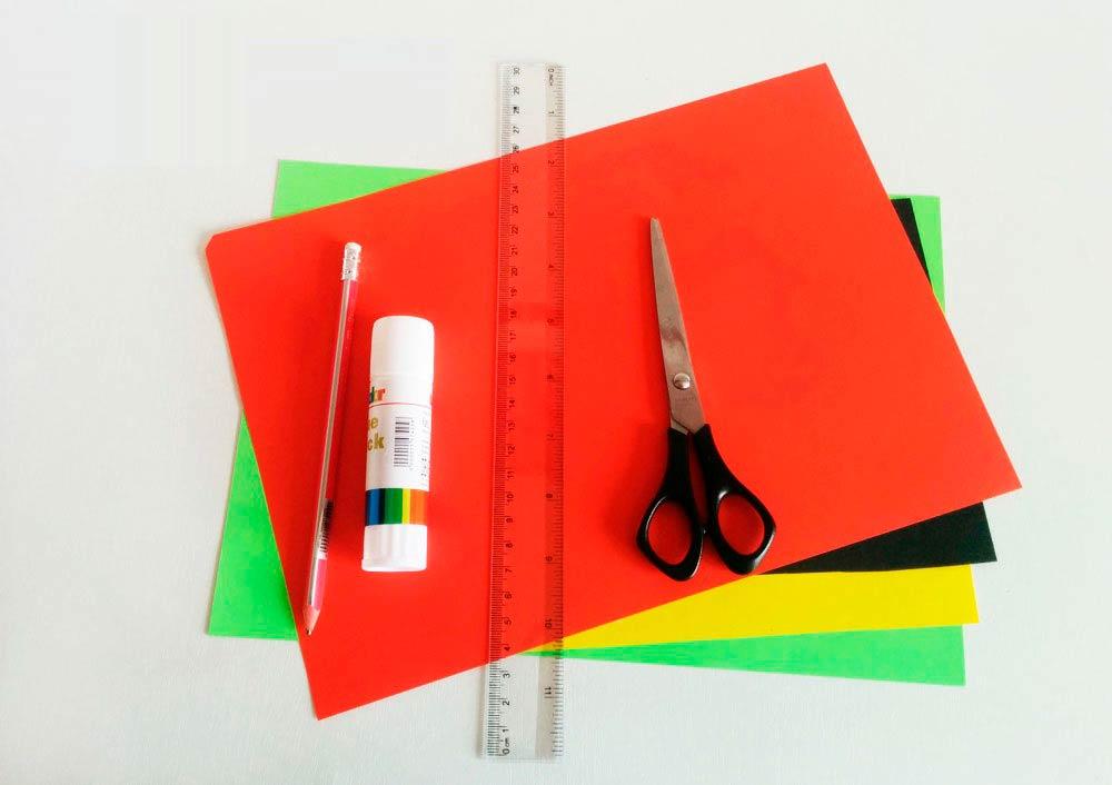 Цветная бумага, клей, линейка, карандаш и ножницы