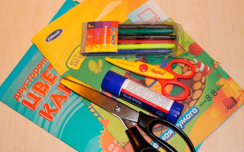фломастеры и цветная бумага