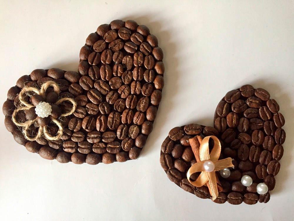 Валентинка из кофейных зёрен.