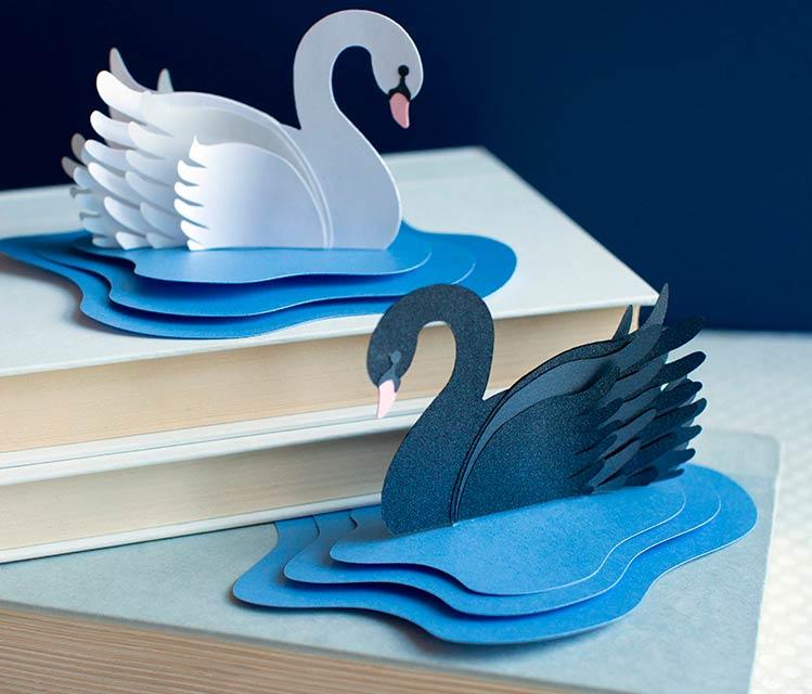 Многослойные лебеди, вырезанные из бумаги