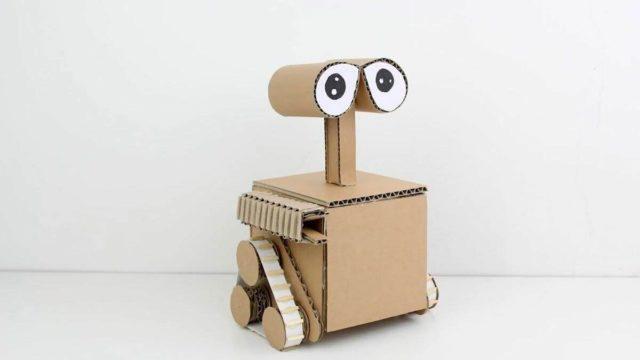 Робот из коробок