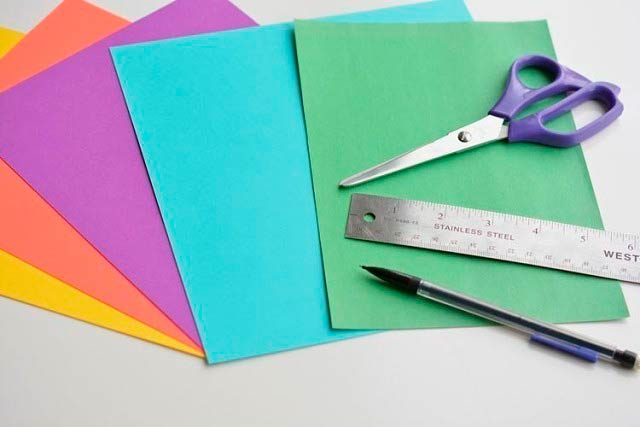 Материалы для вырезания, бумага, ножницы