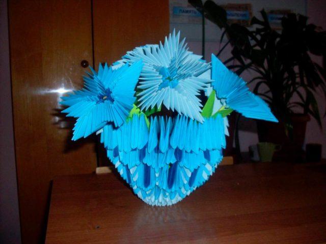 Корзинка с колокольчиками из модулей оригами