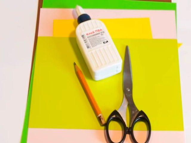 Материалы для вырезания, клей, ножницы