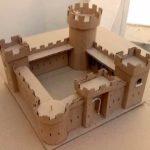 Замок из картонных коробок