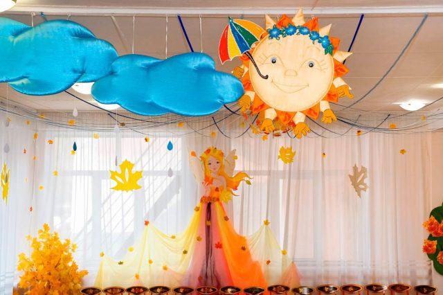 Сцена с солнцем для проведения утренника в детском саду