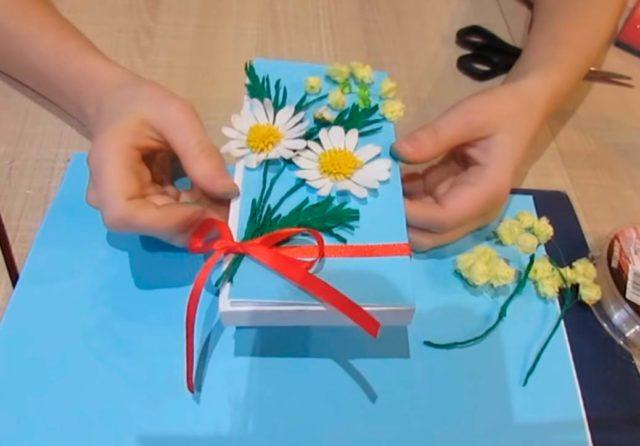 Цветы мимозы на открытке