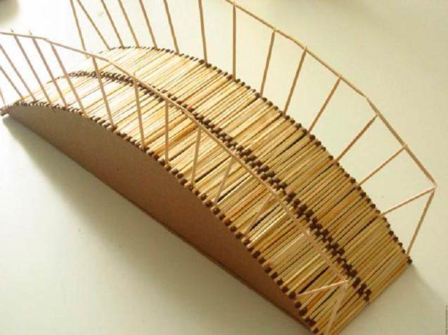 Мост из картона и спичек