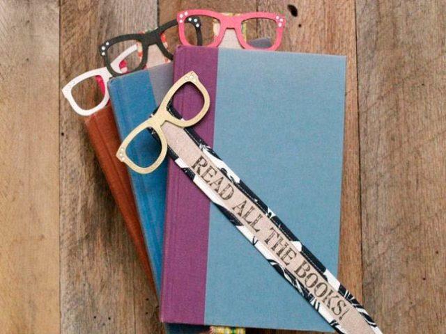 Бумажные очки в виде закладки