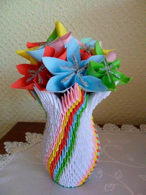 Бумажная ваза из модулей оригами