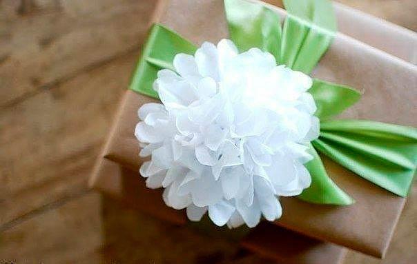 Украшение упаковки с помощью бантика-цветка