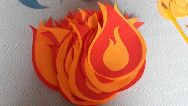 Пламя из цветной бумаги