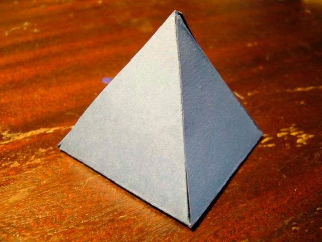 Пирамида бумажная
