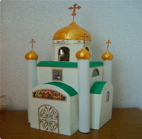 Макет церкви из картона