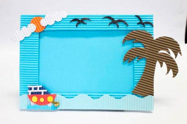Рамка в виде пальмы и океана