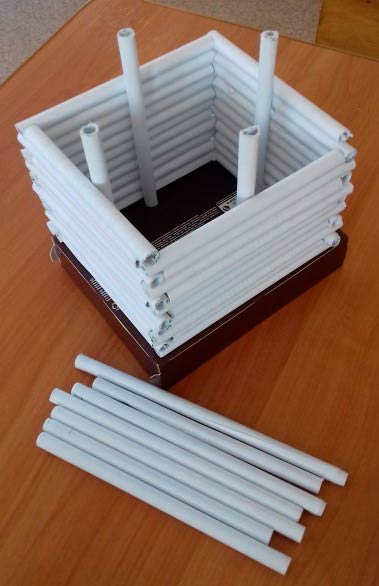 Изба из бумажных трубочек