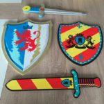 Рыцарское оружие и щит из бумаги