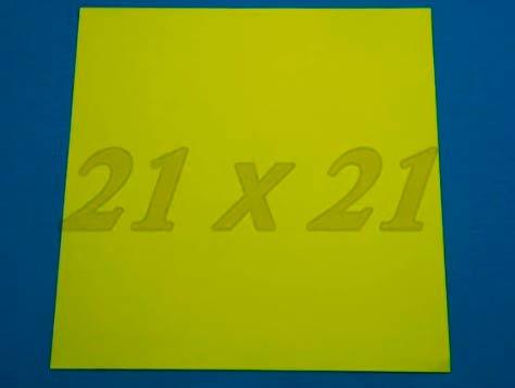 Квадратный лист желтой бумаги