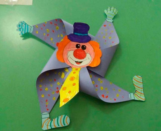 Клоун-вертушка из бумаги