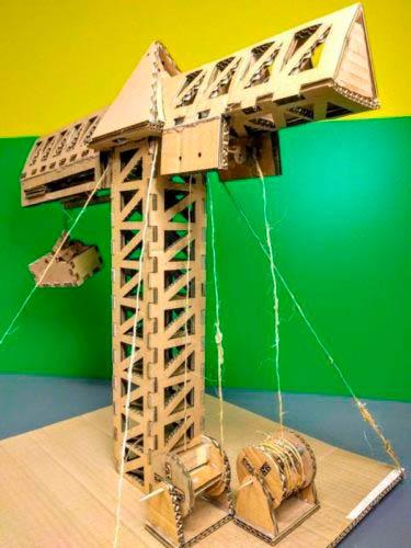Модель башенного крана из бумаги