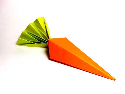 Бумажная объемная морковка