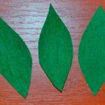 Листья из гофрированной бумаги