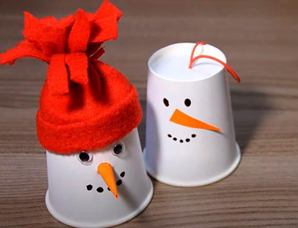 Снеговики из бумажного стаканчика