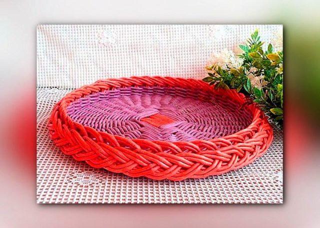 Декоративная тарелка из бумажных трубочек
