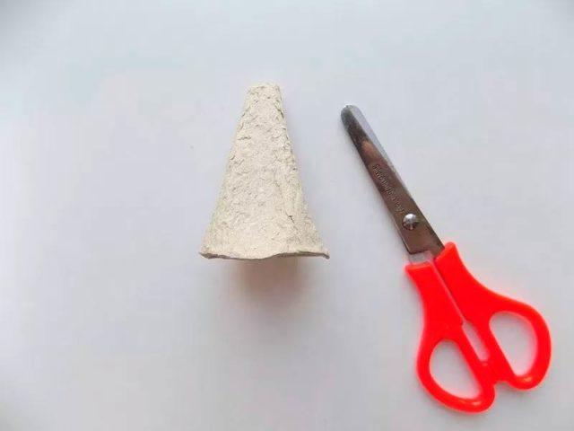 Создание петушка из ячеек от яиц