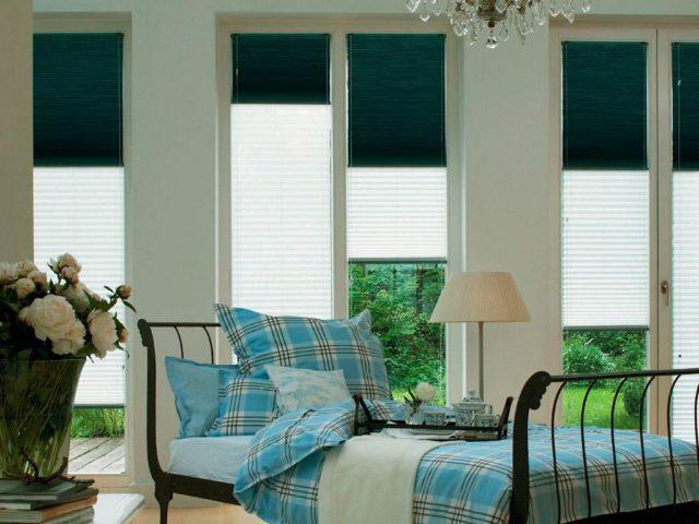 Бумажные шторы на окнах в интерьере
