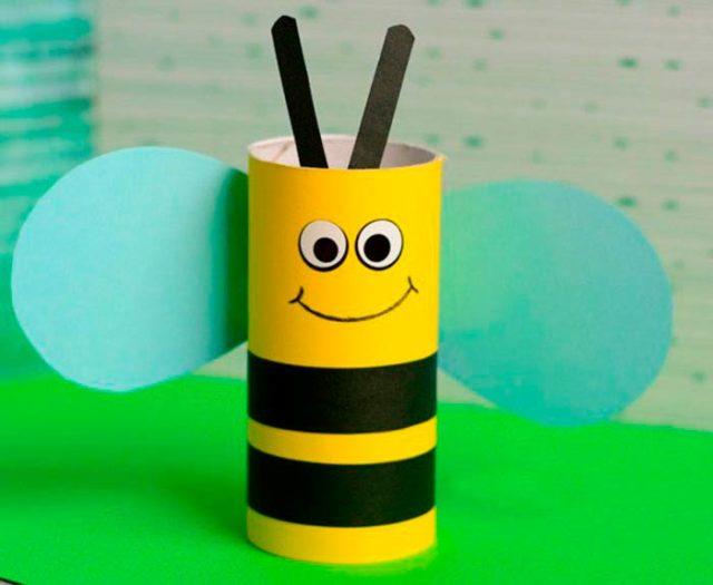 Пчелка из втулки от туалетной бумаги