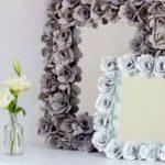 Оформление зеркал или картин цветками из яичных лотков