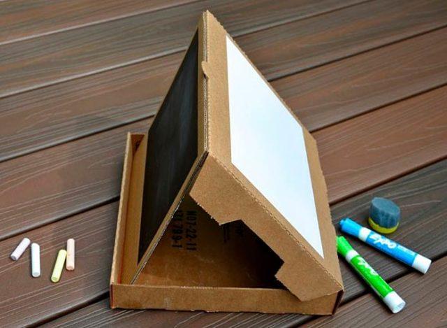 Доска для рисования из коробки от пиццы