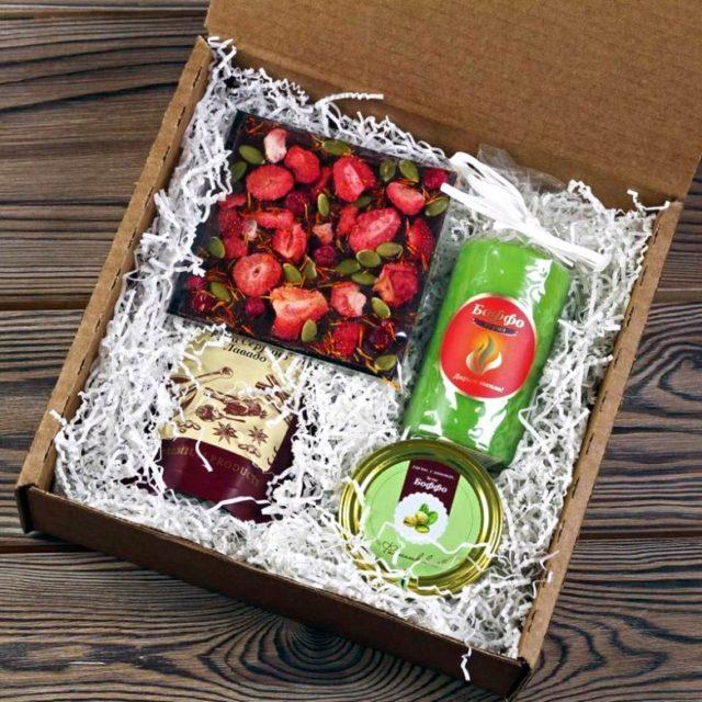 Упаковка для подарка из коробок от пиццы