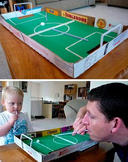 Настольный футбол из коробки из под пиццы