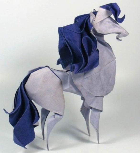 Мокрое оригами лошадь