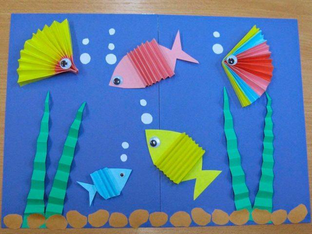 Рыбки в форме гармошки из бумаги