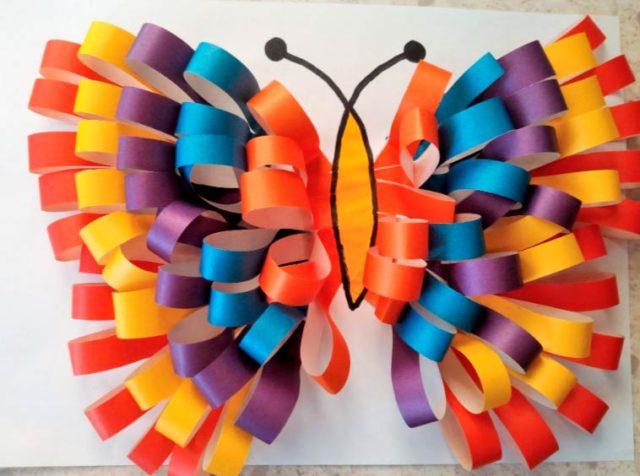 Бабочка из бумажных полосок