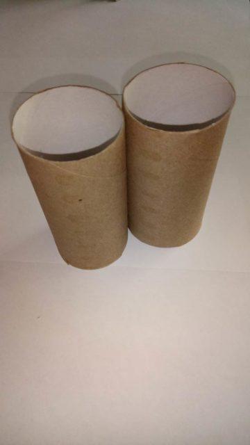 Две втулки от туалетной бумаги